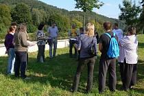 Lidé, kteří se zúčastnili veřejného projednávání záměru parkoviště u hranického parku, dostali do rukou i jeho projekt
