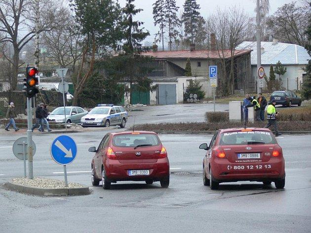 Kvůli velkému množství motorizovaných fanoušků házené museli na křižovatce Motošín zasahovat policisté.