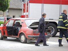 Požár, který způsobila technická závada na motoru, se obešel bez zranění.