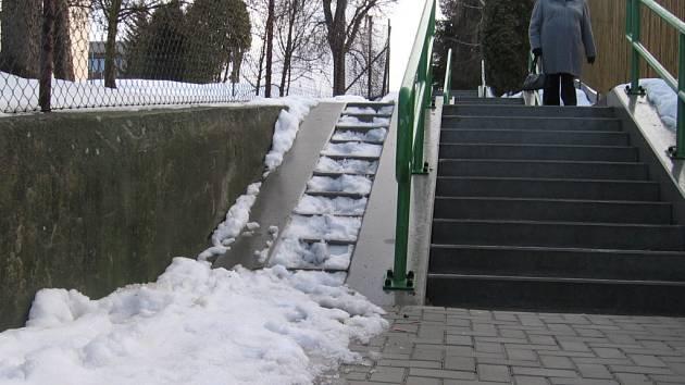 Neodklizený sníh.