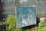 Netradiční výuka přírodopisu na školním dvoře v Drahotuších