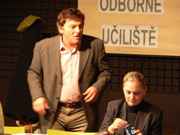 Komedie Sborovna pobavila početné publikum v Zámeckém klubu.