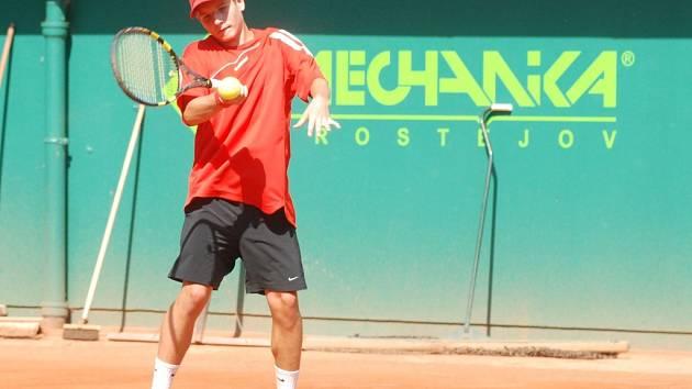 Jednička českých tenistů Lukáš Vrňák dotáhl svůj tým do semifinále mistrovství světa.