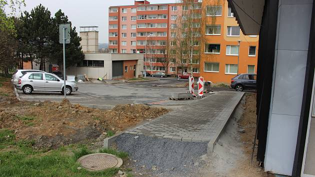 Práce na revitalizaci sídliště Nová v Hranicích