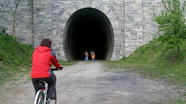 Bývalý železniční tunel ve Slavíči.