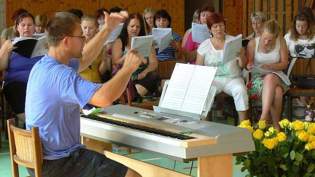 Bělotínský týden zpěvu: nácvik na závěrečné vystoupení. Ilustrační foto