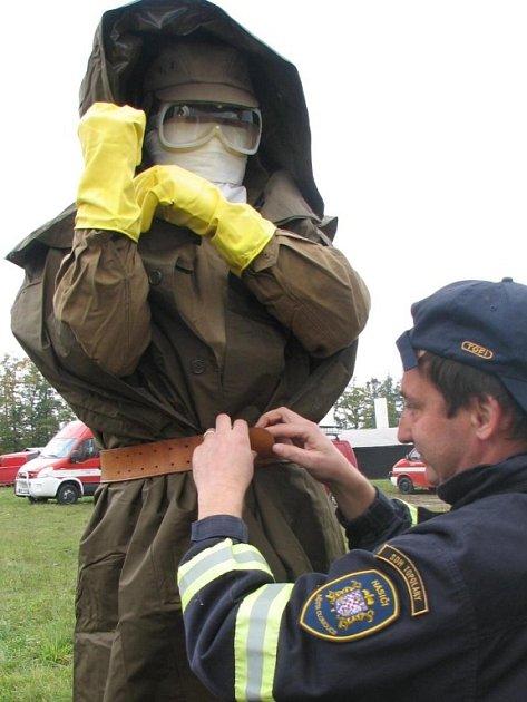 Profesionální hasiči předávali zkušenosti členům čtrnácti jednotek požární ochrany z Prostějova a Olomouce.