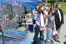 Tradiční Svatojiřská pouť spolu s trhy nalákaly v neděli do Bělotína stovky lidí.