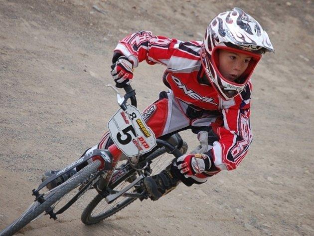 Osmiletý Dušan Hůlka vyhrál tři základní jízdy a ve finále vybojoval stříbrný pohár.