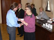 Bezplatní dárci krve z Hranicka  byli oceněni zlatými kříži a zlatými, stříbrnými a bronzovými medailemi dr.