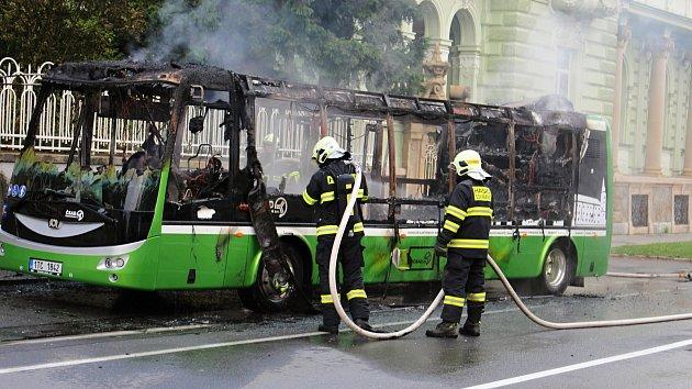 Požár autobusu MHD v Hranicích