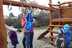 Hřiště U Kníraté hrušky u mateřské školy v Hustopečích nad Bečvou