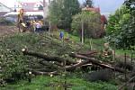Dřeviny mezi třídou 1. máje a Galašovou ulicí v Hranicích šly k zemi. Staví se školní hřiště