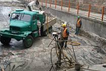 Rekonstrukce podjezdu v Předmostí by měla být dokončena na přelomu října a listopadu.