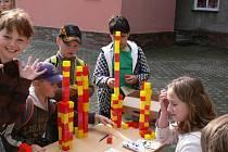 Oslavu dne dětí připravili ve středu dopoledne pro oslavence ze Základní a Mateřské školy v Drahotuších.