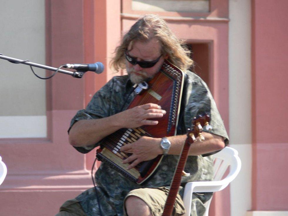V rámci Hranického kulturního léta tentokrát vystoupila kapela Kelt Grass Band s horalskými rytmy.