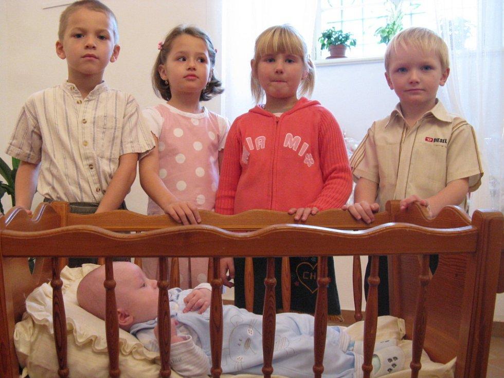 V opravené konírně hustopečského zámku proběhlo již druhé vítání nově narozených občánků.