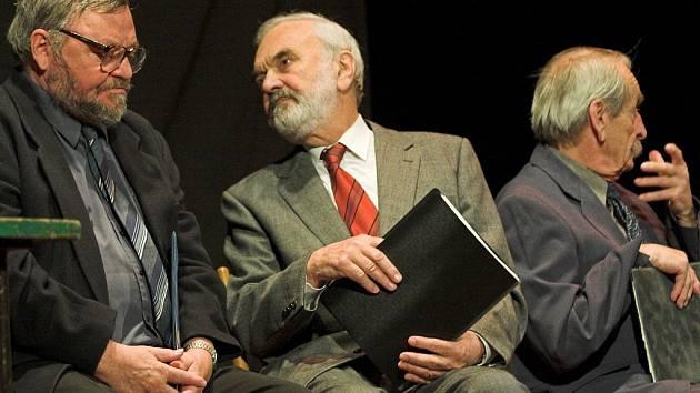 Divadlo Járy Cimrmana vyšetřovalo v Sokolovně ztrátu třídní knihy.