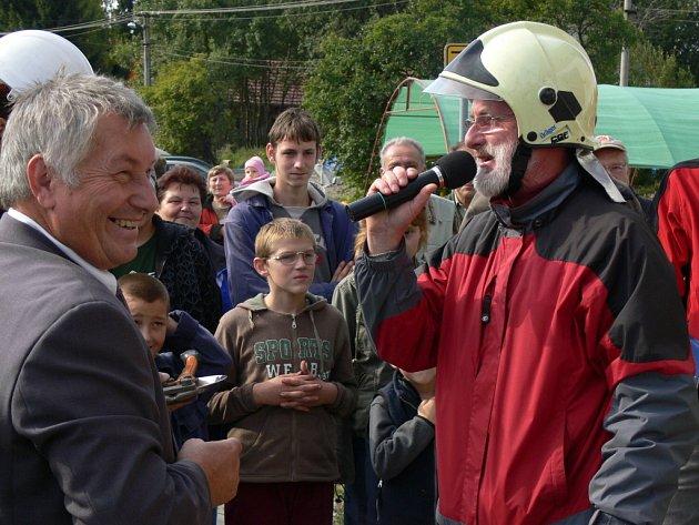 Otevření nové hasičské zbrojnice ve Středolesí provázela velká sláva.