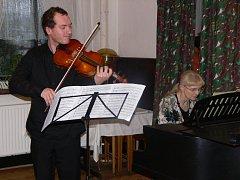S velkým zájmem posluchačů se setkal koncert violisty Petra Šušlíka a jeho hostů v hranické Galerii M+M.