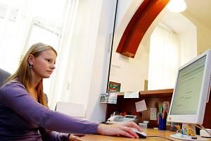 ŠTÍTEK  internetová kavárna. Internet se stal běžnou součástí našeho života. 68b93343e98