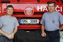 Jaroslav Ludka (vlevo) a René Ryška byli v čase povodní v roce 1997 přímo v terénu. S minimálním spánkem a s velkým fyzickým úsilím zachraňovali občany a odklízeli následky škod.