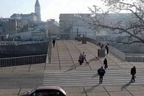 Nový most vznikne podle návrhu pražské Architektonické kanceláře Aleny Šrámkové, který ve veřejné soutěži vypsané městem získal 2. místo.
