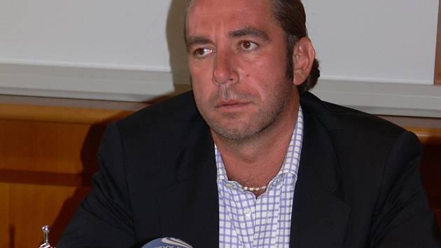 Předseda dozorčí rady Agelu Tomáš Chrenek slíbil, že platy zdravotníků v prostějovské nemocnici neklesnou.