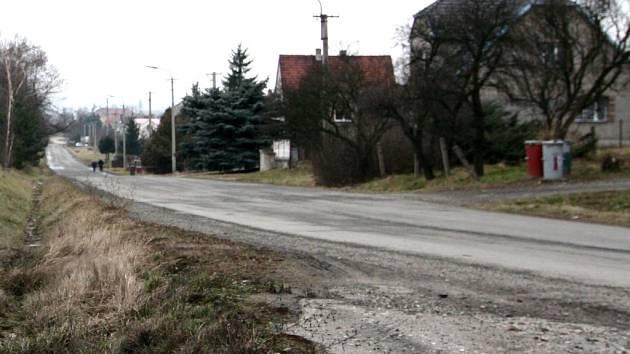 Rekonstrukci místní komunikace plánuje letos i obec Polom.