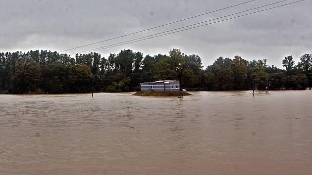 Zaplavený vodní zdroj u Ústí na Hranicku.