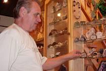 Petr Čoček návštěvníky ochotně provede svým muzeem a poskytne i poutavý výklad.