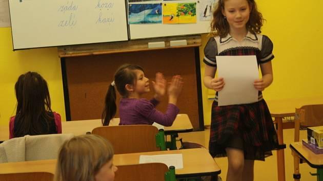 Předávání vysvědčení na Základní škole Šromotovo v Hranicích