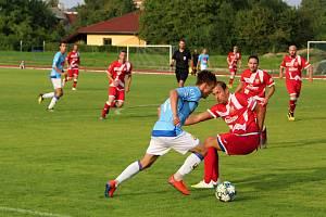 Fotbalisté SK Hranice (v modrém) proti FC Vsetín.