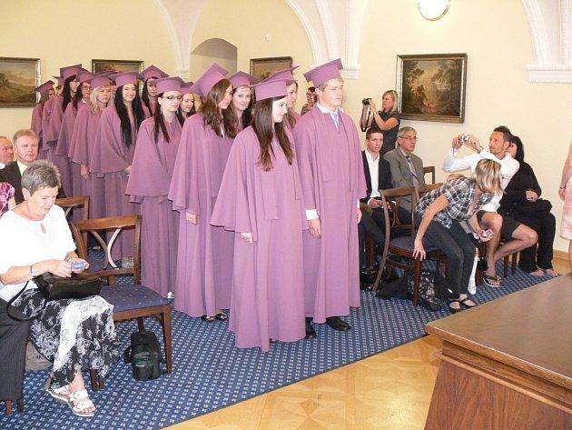 Slavnostní ceremoniál předávání maturitního vysvědčení žákům Soukromé střední odborné školy Hranice