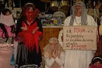 O zábavu se na sobotních šibřinkách ve Vlkoši postaraly místní seniorky.