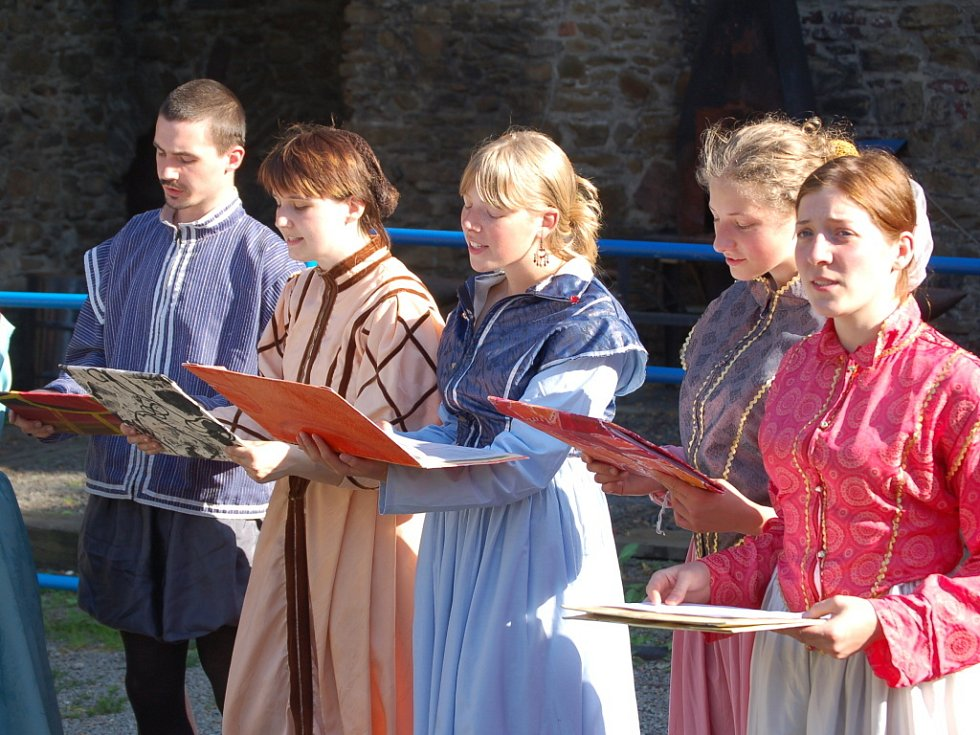 Na hradě zněly středověké písně.