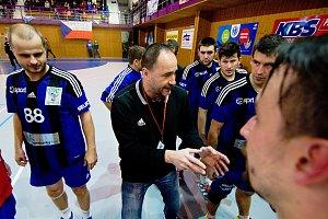 Házenkáři TJ Cement Hranice (v modrém) proti Dukle Praha
