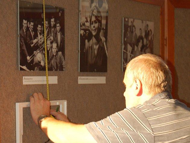 Výstava fotografií připomíná průřez padesátiletou historií známého přerovského orchestru Academic Jazz Band.