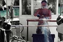 Většina pesarských rybářů by klidně mohla bubnovat v Rolling Stones. S paličkama to fakt umí.