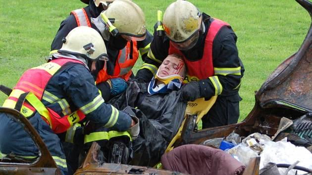 Armáda České republiky ve spolupráci s hasiči a zdravotníky připravila v Lobodicích na  hřišti program s názvem Den s armádou.