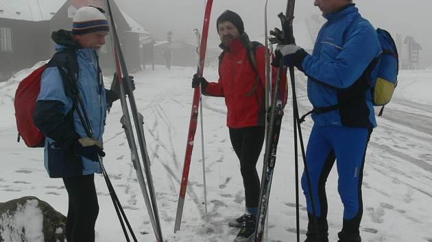 Nejkvalitnější trasa pro běžkaře vede z Ovčárny přes Švýcárnu na Červenohorské sedlo, kde je stopa upravená.