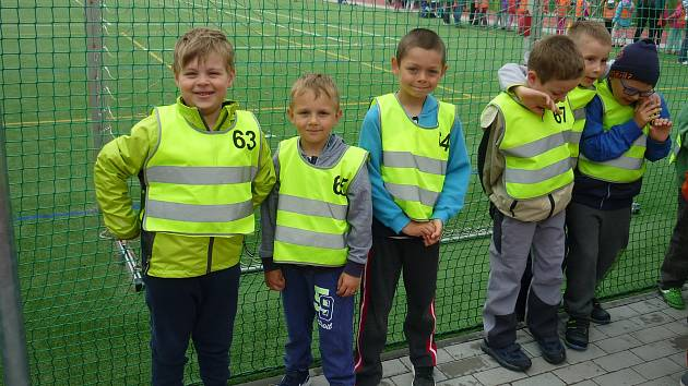 Děti z mateřských škol z Hranic a okolí poměřily své síly v již tradičním atletickém přeboru.