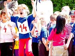 Radost z výhry neskrývaly děti na olympiádě mateřských školek na hřišti Střední pedagogické školy v Přerově.
