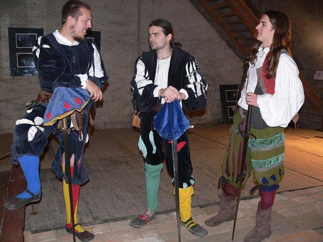 Noční bojůvky předvedou na zámku také (zleva) Pavel John, Jaroslav Píša a Vít Bednařík.
