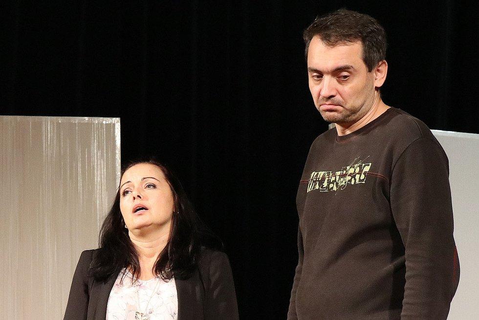 Hranický divadelní soubor Ventyl zkouší na premiéru komedie Dokud nás milenky nerozdělí