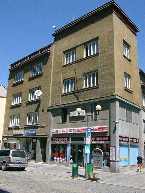 Sedmdesát tisíc korun chtějí přerovští radní poskytnout majiteli domu v Kratochvílově ulici, který hodlá z dotace zrekonstruovat vnější fasádu a provést klempířské prvky.