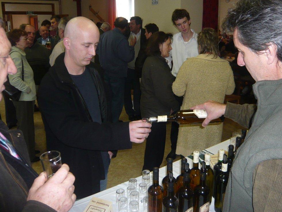 Pátý ročník Hubertské zábavy ve Špičkách nabízel zájemcům ukázku mysliveckých trofejí, mši, fanfáry, ale i občerstvení.