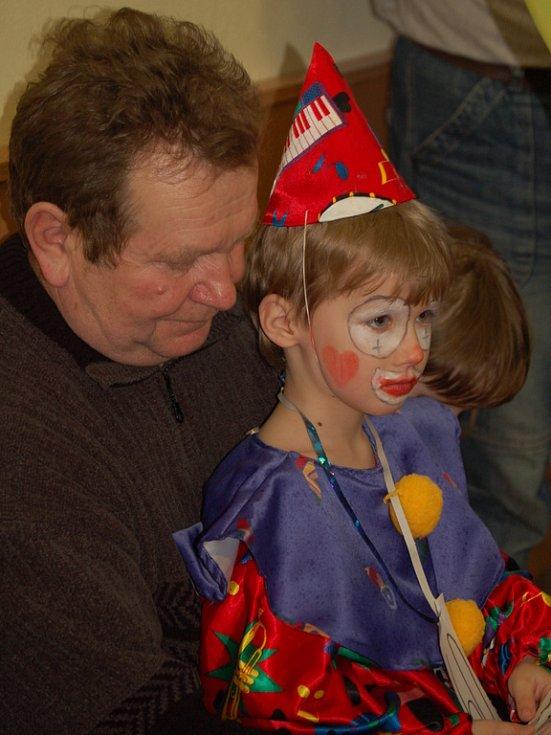 Tradiční karneval v Tučíně si nenechalo ujít na pět desítek dětí v maskách.