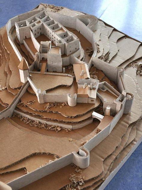 Hrad Helfštýn se pod rukama zmenšil na velikost 1,2krát 0,7metru.