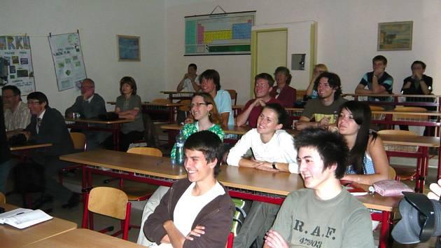 Nápady představili studenti ve středu 13. května v prostorách gymnázia. Na veřejnou prezentaci zavítal také hranický starosta.